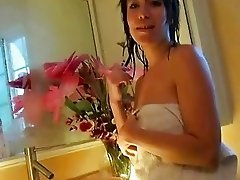 Girl unaware shes filmed while showering