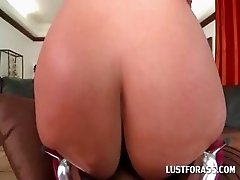 Blondie giving BJ shows round ass