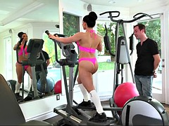 bella reese gets her ass worshipped, doing her workout
