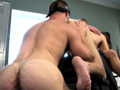 Amateur jock eats asshole