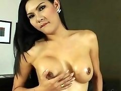 Stunning and sexy Asian shemale babe Paula shows her body