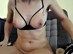 mature cute mommy orgasming on web cam