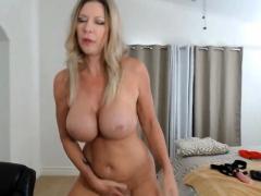 slut thekittykatbar flashing boobs on live webcam