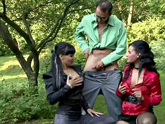 fabulous threesome with two gorgeous pissing freaks