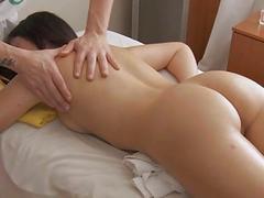 Agile masseur seduces bitch to bang her wet snatch