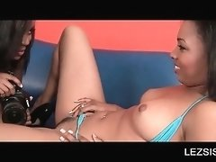 Sensual ebony spreads legs for lesbo lick