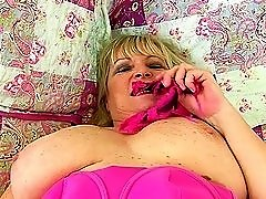 Chubby mature blonde puts her smooth pussy on display