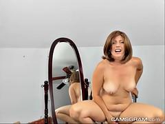 hottie milf hoochie makes her pussy wet