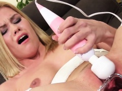 Wicked czech sweetie opens up her juicy slit to the unusual