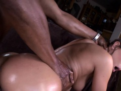 Juicy bitch receives pussy-licking and performs blowjob