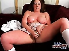 Cute outfit on curvy girl here to masturbate