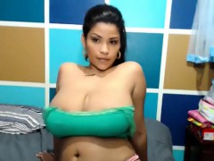 babe naty sweety flashing boobs on live webcam