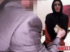 Arab hottie likes to be fingered