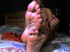 Attractive mature wife with big boobs flaunts her sexy feet